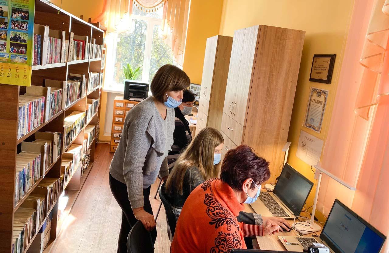 Завдяки ініціативним мешканцям у Великосорочинській бібліотеці створили сучасний освітній центр
