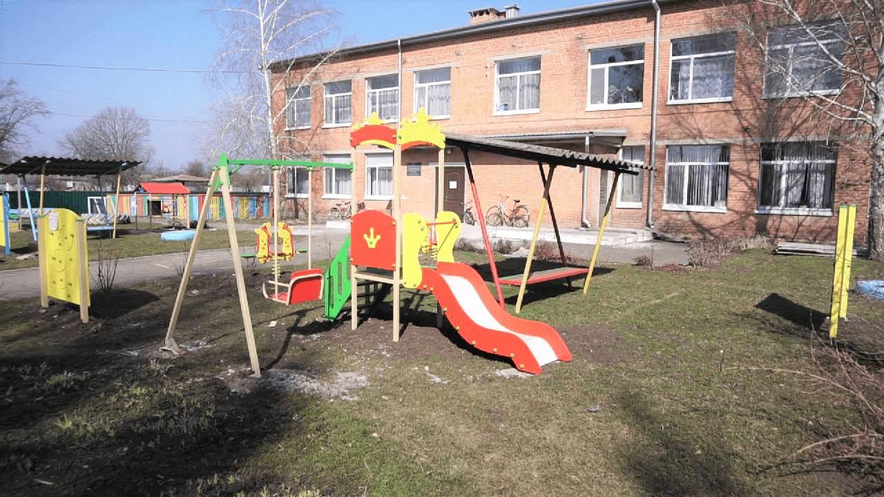 За сприяння ДТЕК Нафтогаз у Калашниківському дитсадку замінили покрівлю та встановили новий ігровий майданчик