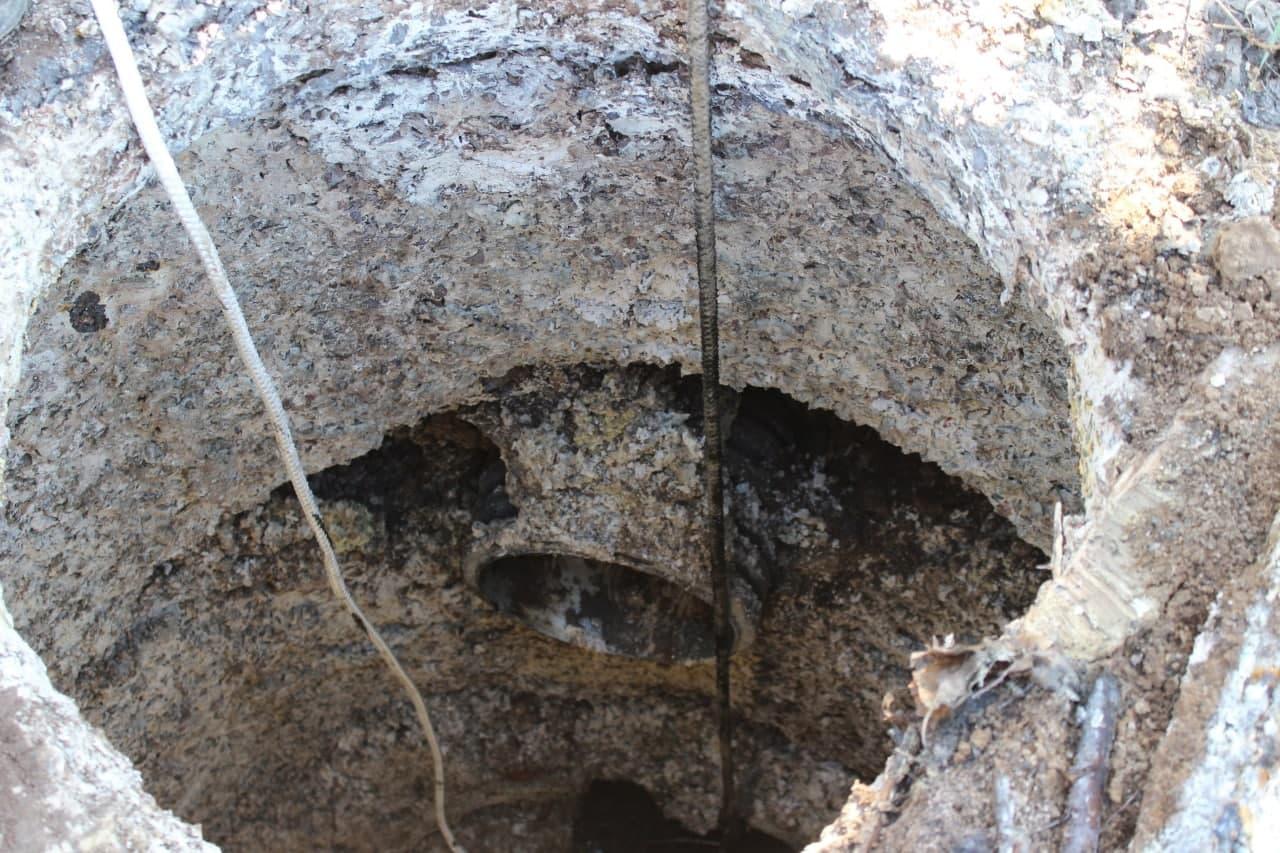 Старий каналізаційний колодязь