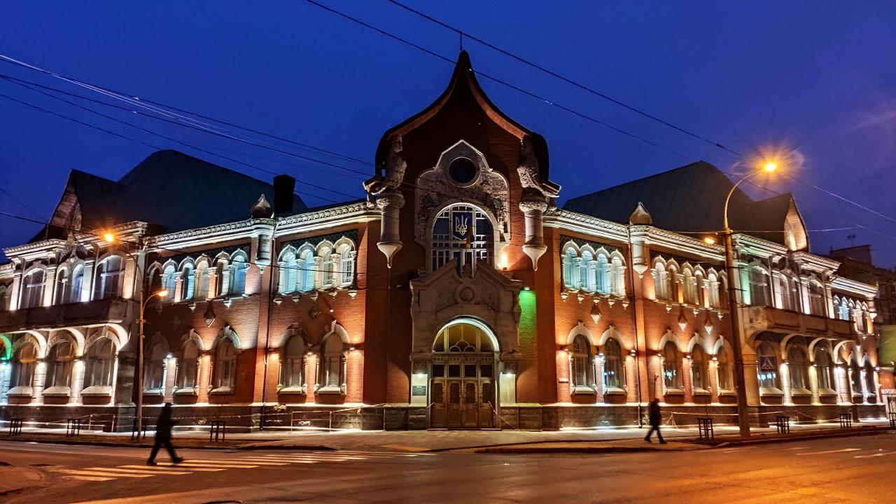 Головна будівля управління СБУ у Полтавській області