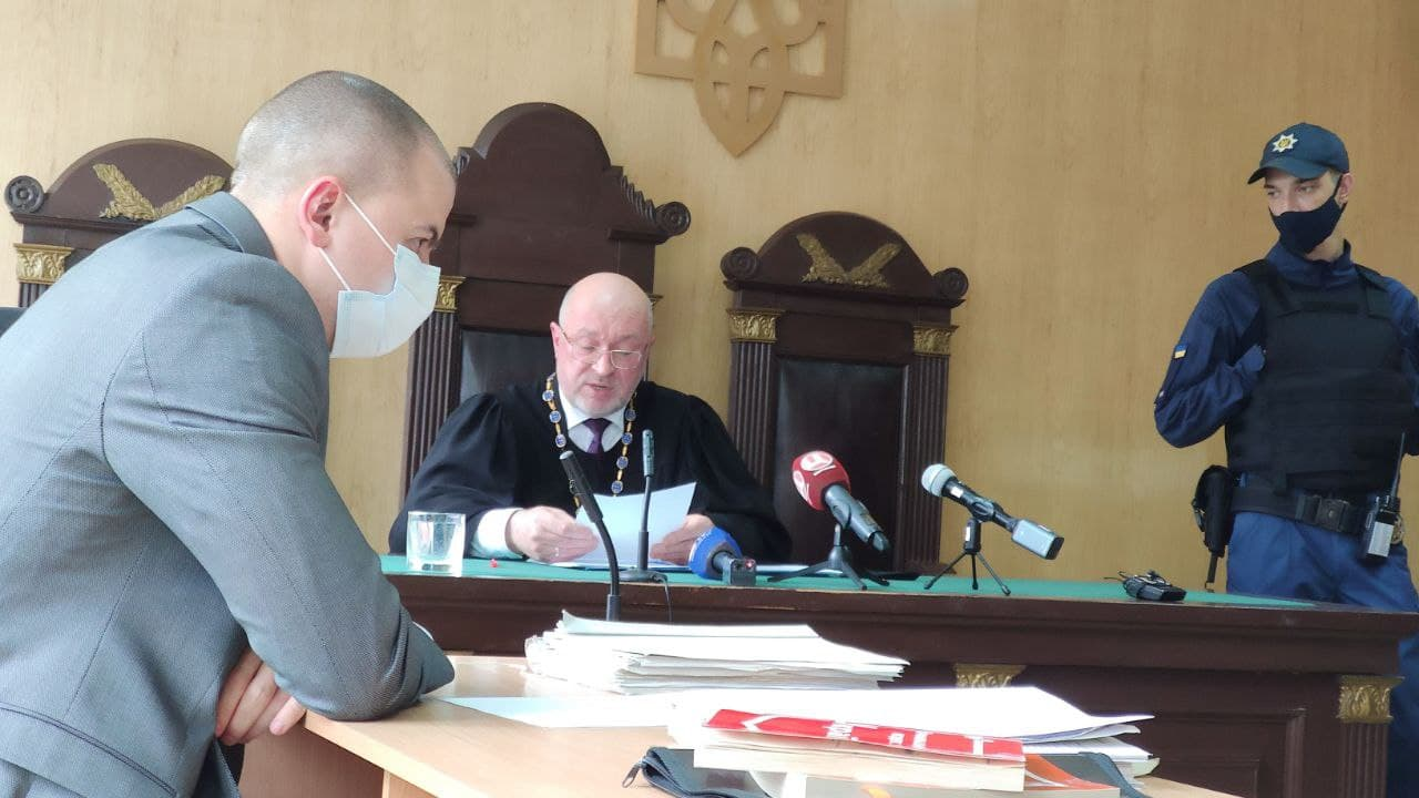 Прокурор Руслан Пічугін та суддя Анатолій Савченко