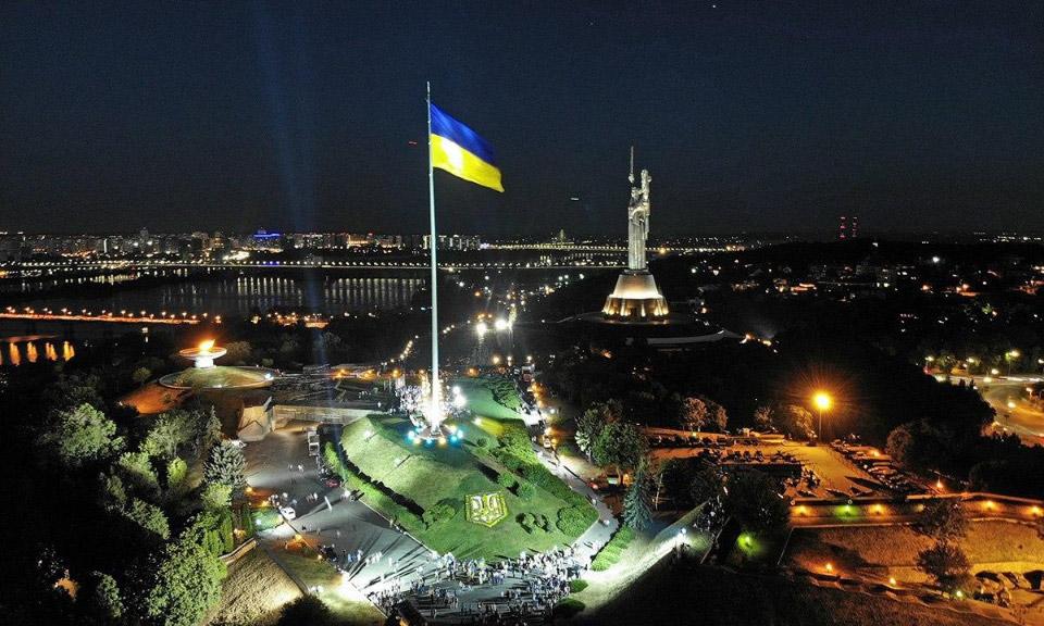 Флагшток у Києві висотою 90 метрів