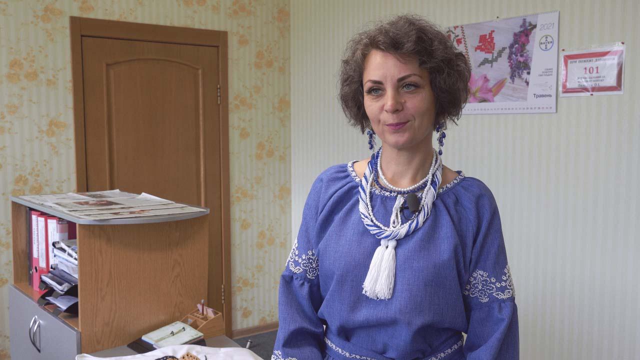 Жанна Мусійченко власноруч оздобила бісером свою вишиванку
