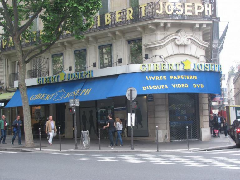 Книжкова розкладка магазину на розі вулиці Расін і бульвару Сен-Мішель, біля якої стався замах на Симона Петлюру