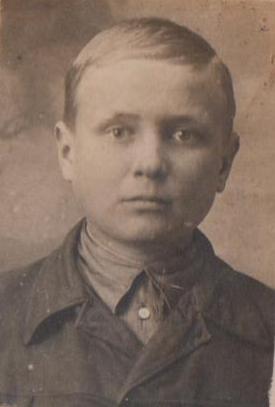 Миколка Савченко у дитинстві, 8 квітня 1938 року. – світлина із архіву Олександра Панченка.