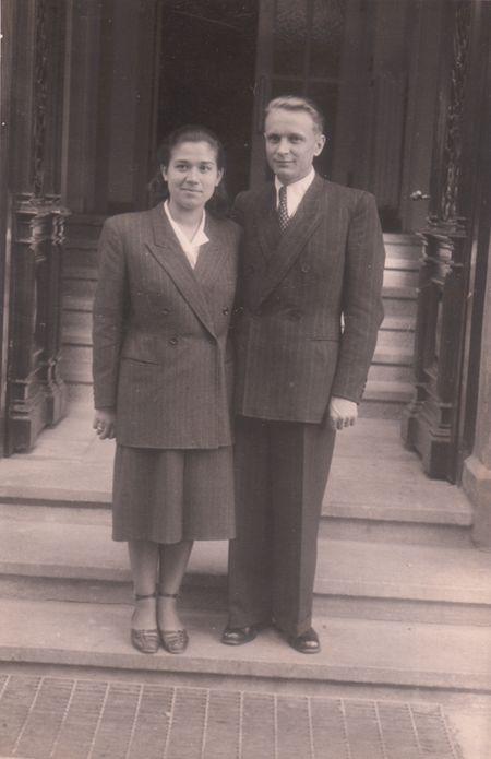 Подружжя Миколенків - Петро Миколенко (Савченко Микола) та Віра (Присяжнюк) - повоєнна світлина із домашнього архіву родини.