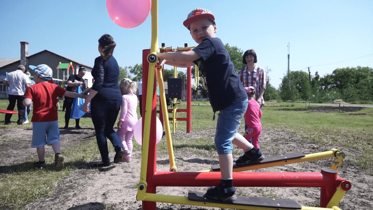 Діти з радістю випробували тренажери