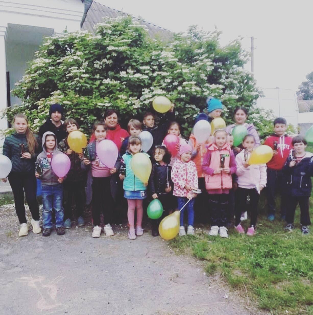 В Глинському дітей пригостили морозивом від благодійного фонду
