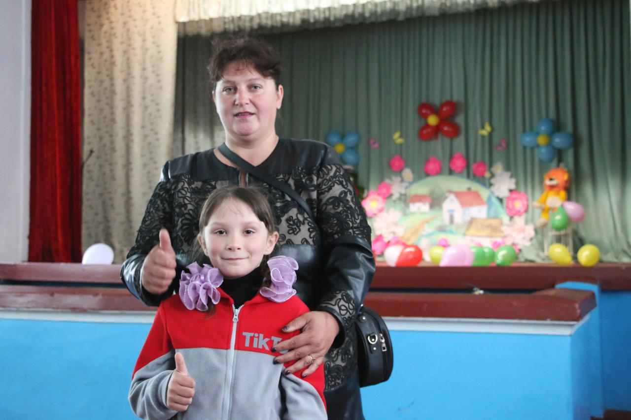Мешканка Василівки Ольга Семелют з донькою Алісою