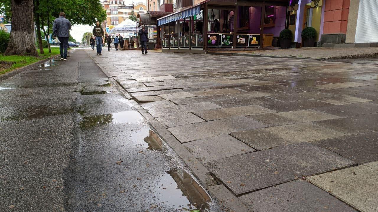 Новий тротуар на вулиці Соборності