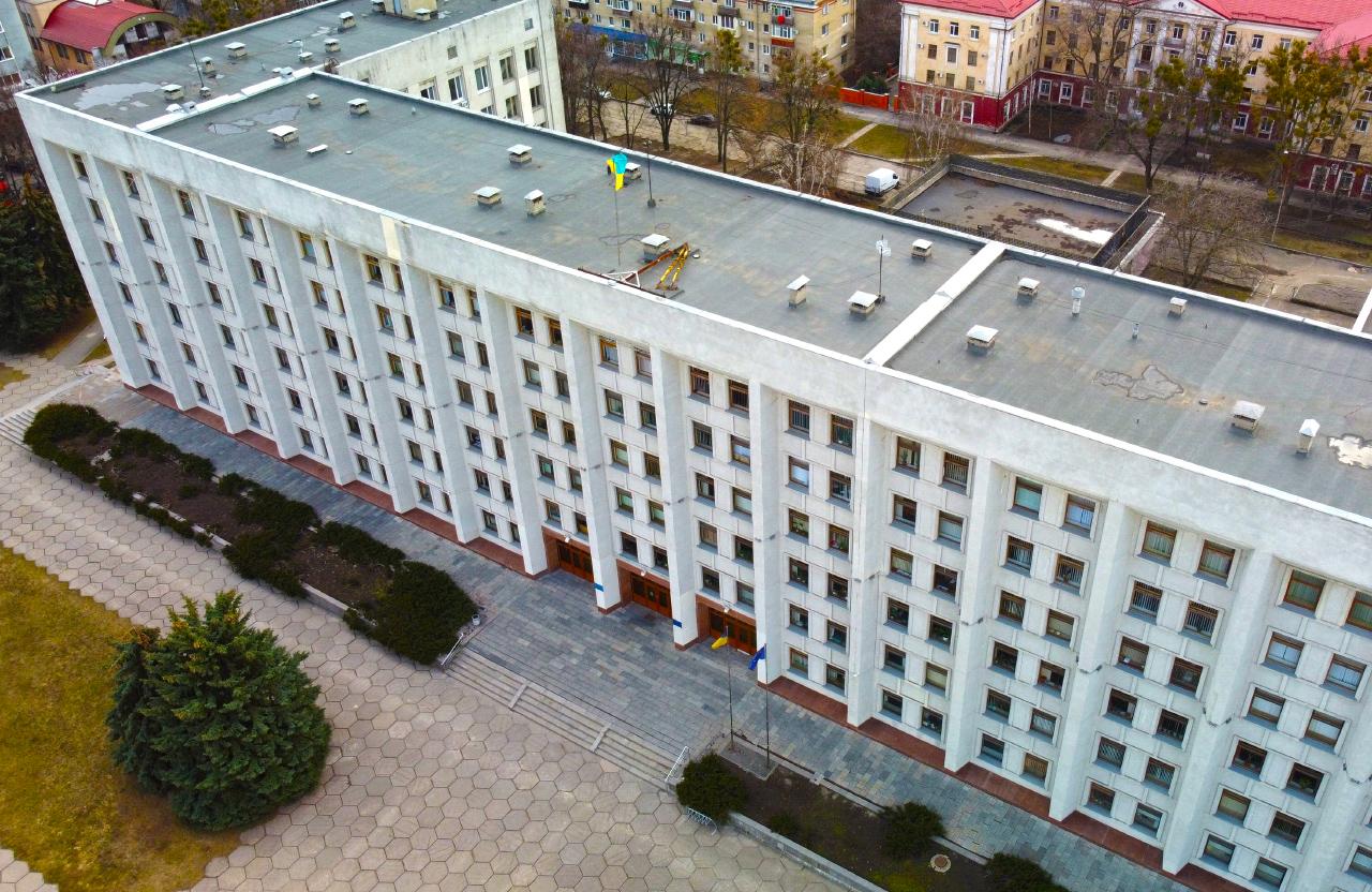 Адмінбудівля Полтавської облради на вул. Соборності, 45 у Полтаві