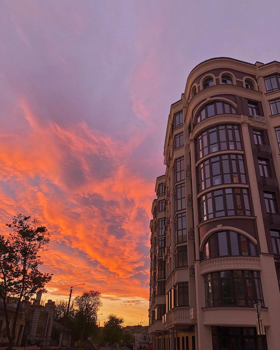 Будинок SMNK на вул. Пилипа Орлика, 26