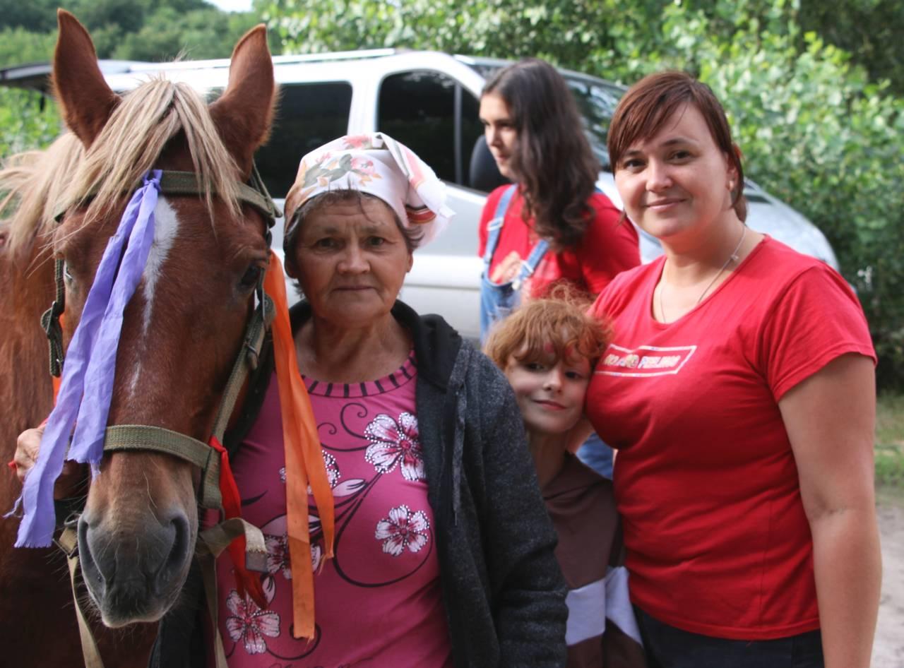 Анна Фещенко з сім'єю