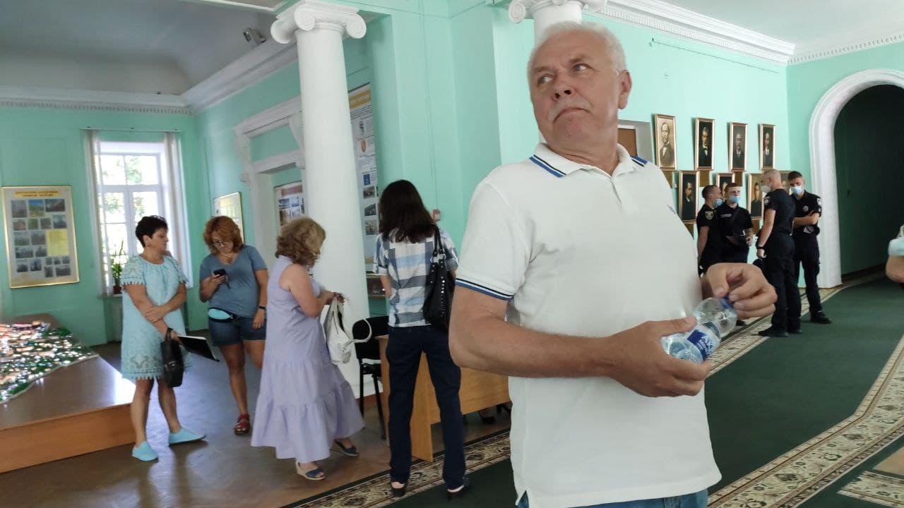 Сергій Іващенко прийшов на сесію, але реєструватися на ній не планує