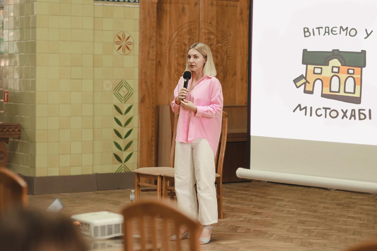 Перша публічна презентація МІСТОХАБ. Альона Гончаренко, співзасновниця проєкту (фото К. Трегубова)