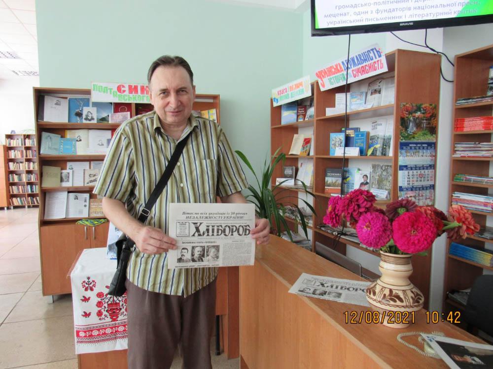 Редактор «Хлібороба» Олег Гаврильченко презентує тематичний випуск газети присвячений Леонтовичу
