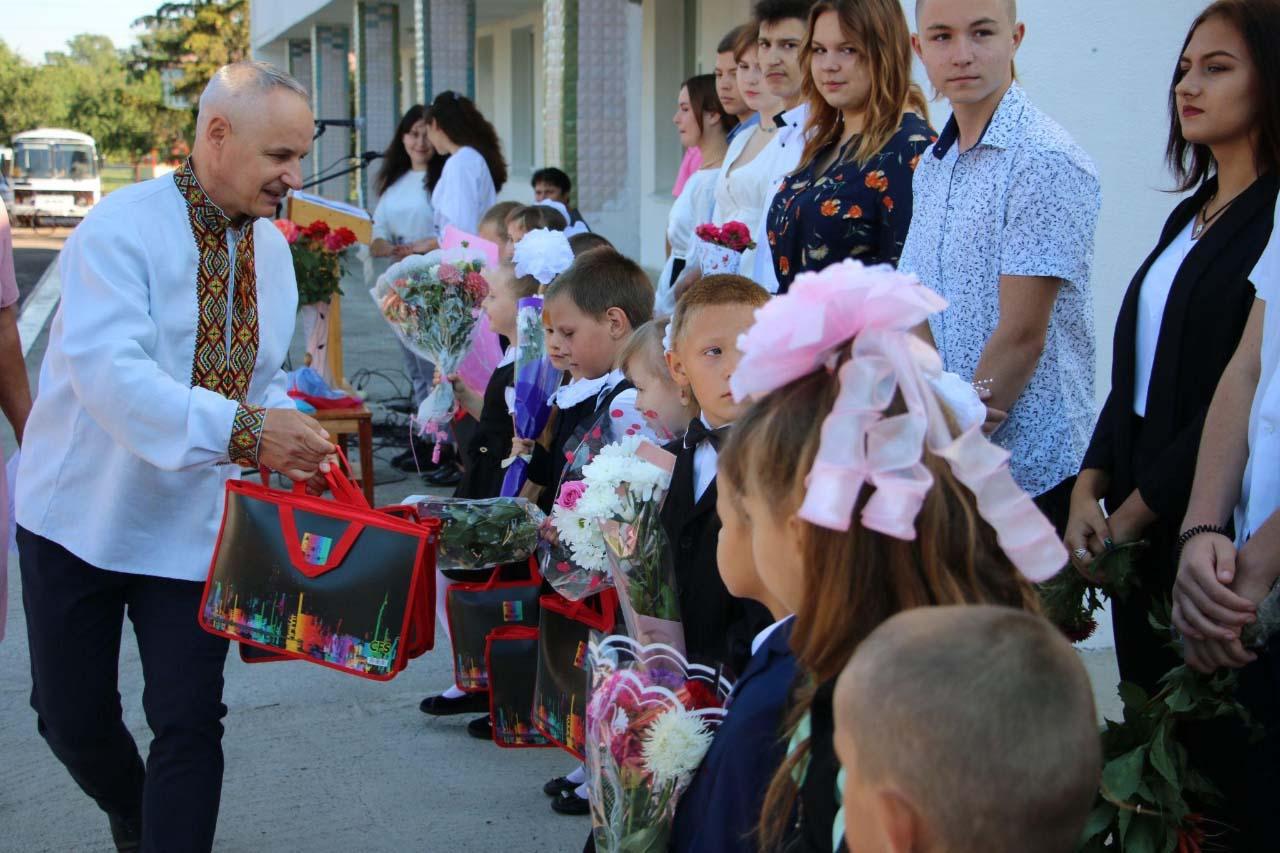 Усі першокласники Заводської громади отримали повний набір канцтоварів від ТОВ «Аркона Газ-Енергія»