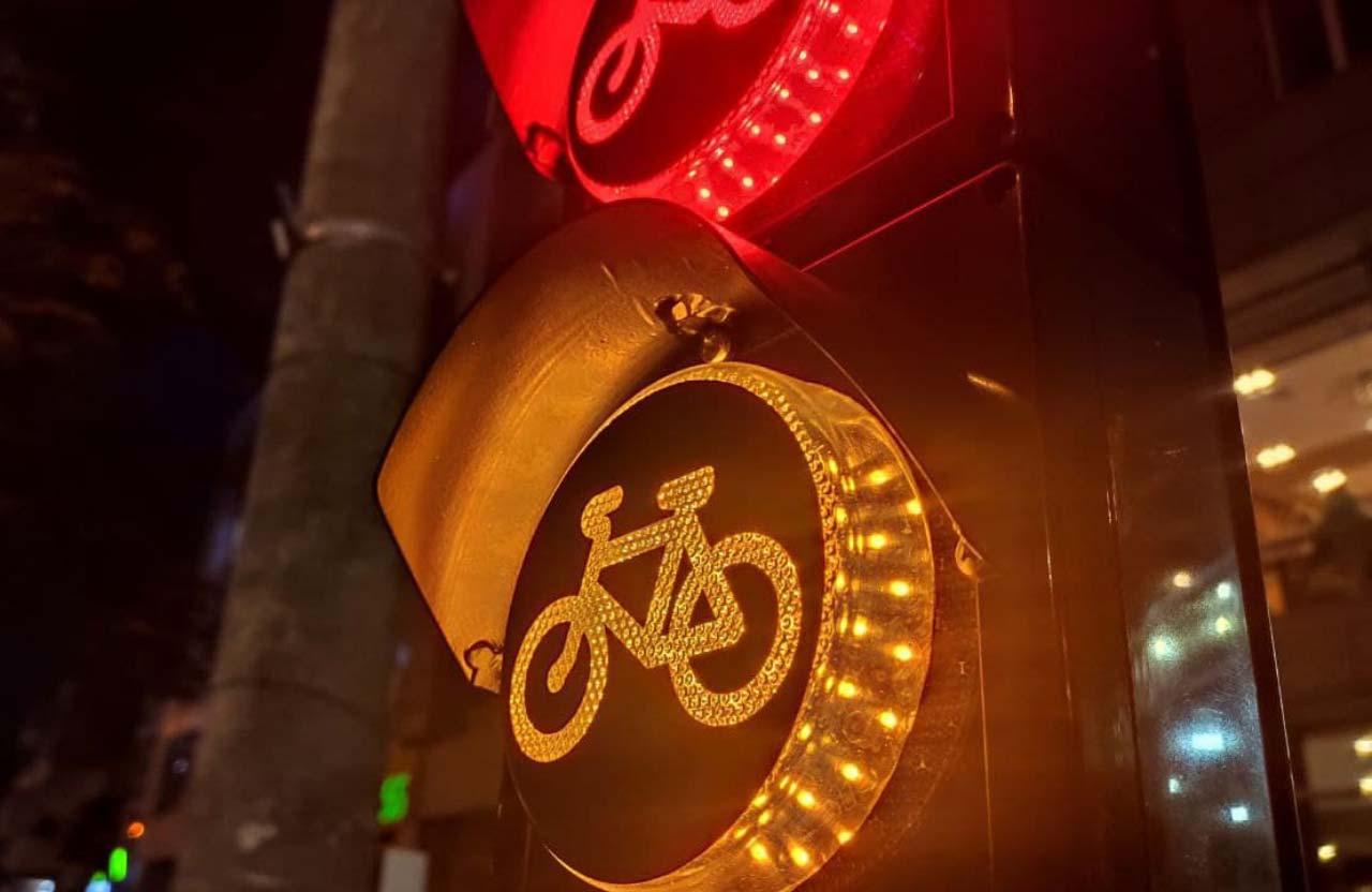 Cвітлофор для велосипедистів на вул. Соборності у Полтаві