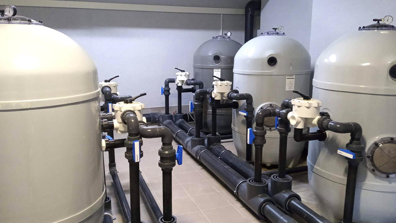 Обладнання по фільтрації води.
