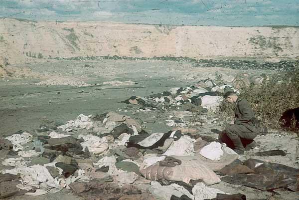 Речі розстріляних у Бабиному Ярі. Фото Йоганнес Хелле, жовтень 1941 року
