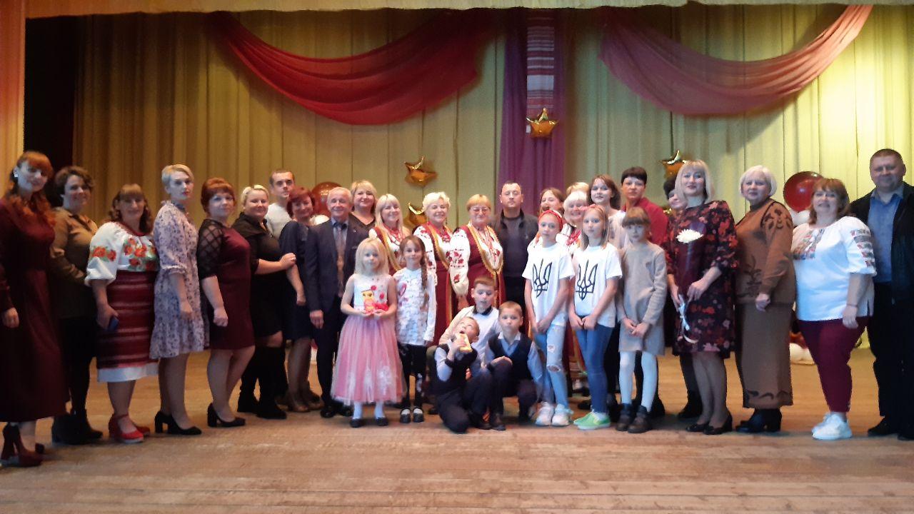 Учасники свята на сцені Степненського БК
