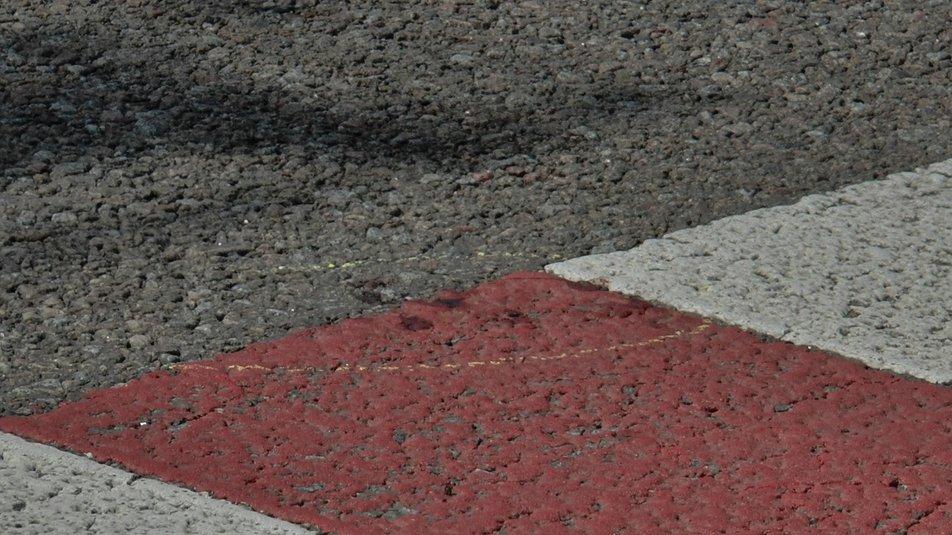 Сліди крові на місці аварії   Фото: Суспільне Полтава