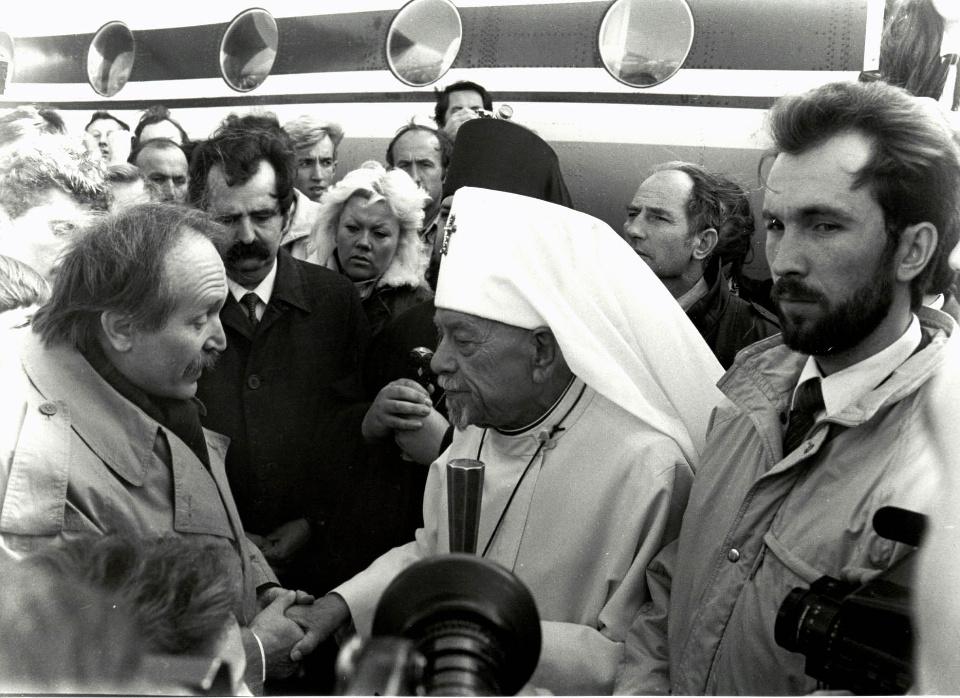 1990 рік. В'ячеслав Чорновіл зустрічає Патріарха у аеропорту