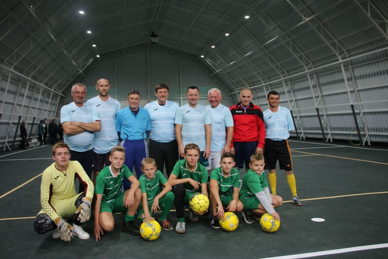 Команди Коломацької ЗОШ та ветеранів спорту зійшлися у товариському матчі
